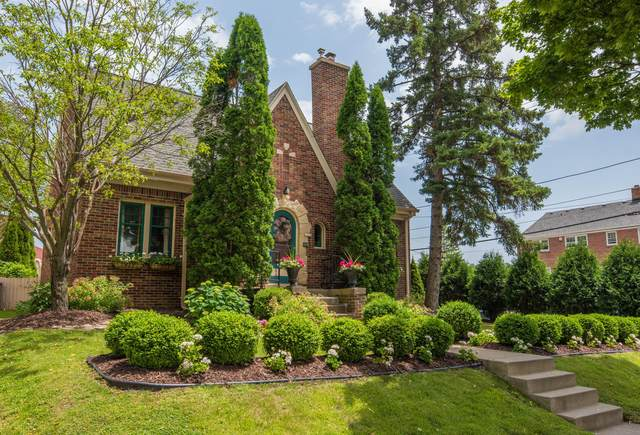 2722 Lefeber Ave, Wauwatosa, WI 53210 (#1734877) :: Tom Didier Real Estate Team