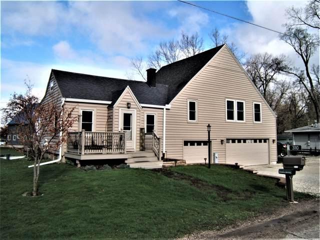 3110 Shore Dr, Burlington, WI 53105 (#1734962) :: Tom Didier Real Estate Team
