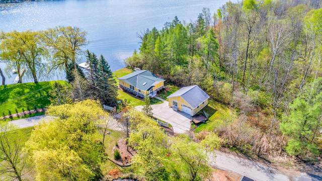 5508 Bauers Dr, West Bend, WI 53095 (#1734967) :: EXIT Realty XL