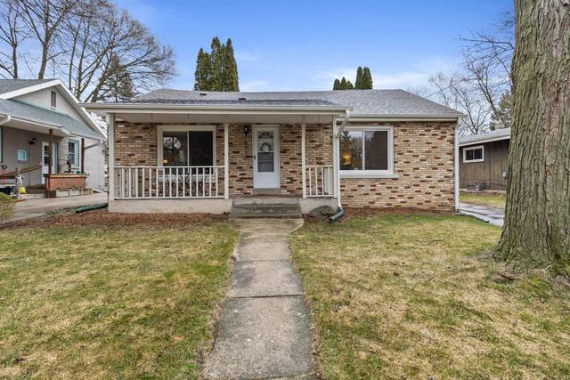 6030 N Park Rd, Glendale, WI 53217 (#1735037) :: RE/MAX Service First