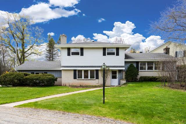 231 W Fairy Chasm Rd, Bayside, WI 53217 (#1735166) :: RE/MAX Service First