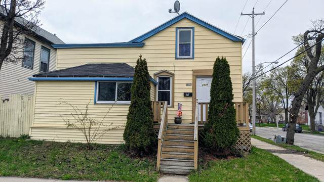 2577 N Vel R Phillips Ave, Milwaukee, WI 53212 (#1735190) :: RE/MAX Service First