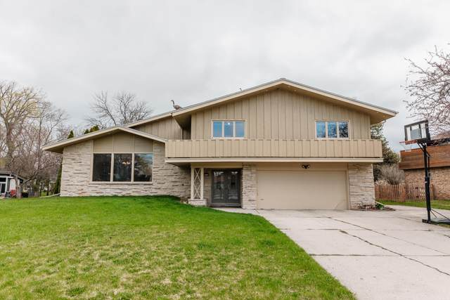 8524 N Pelham Pkwy, Bayside, WI 53217 (#1735194) :: RE/MAX Service First