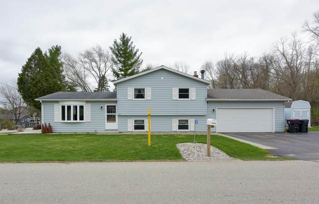 3361 Lake Drive, Hartford, WI 53027 (#1735238) :: RE/MAX Service First