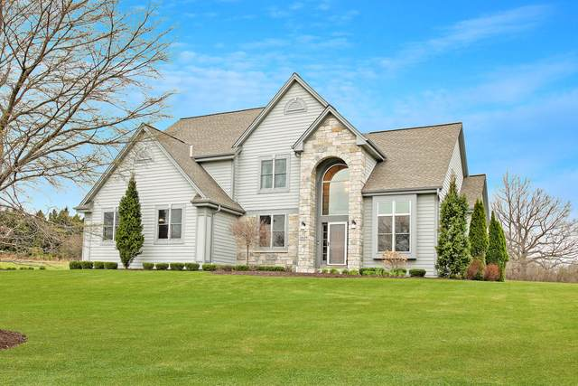 11129 N Sutton Ridge Dr, Mequon, WI 53097 (#1735305) :: Tom Didier Real Estate Team