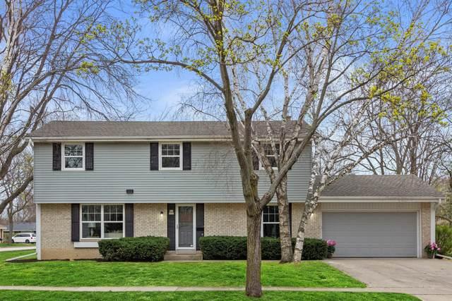 W63N986 Holly Ln, Cedarburg, WI 53012 (#1735318) :: Tom Didier Real Estate Team