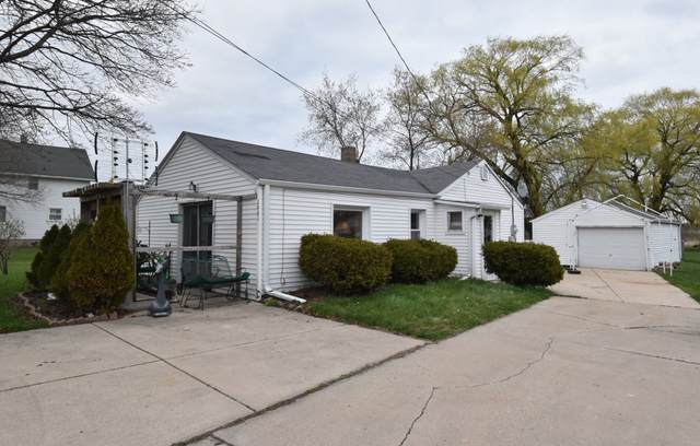 1661 22nd Ave, Kenosha, WI 53140 (#1735356) :: RE/MAX Service First