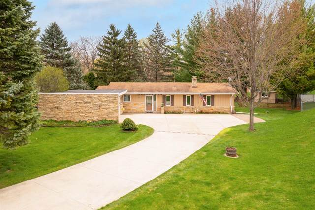 20205 Scarlet Hawthorne Rd, Brookfield, WI 53045 (#1735393) :: RE/MAX Service First