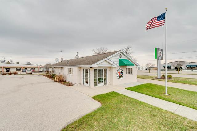211 Highland Dr, Fredonia, WI 53021 (#1735455) :: RE/MAX Service First
