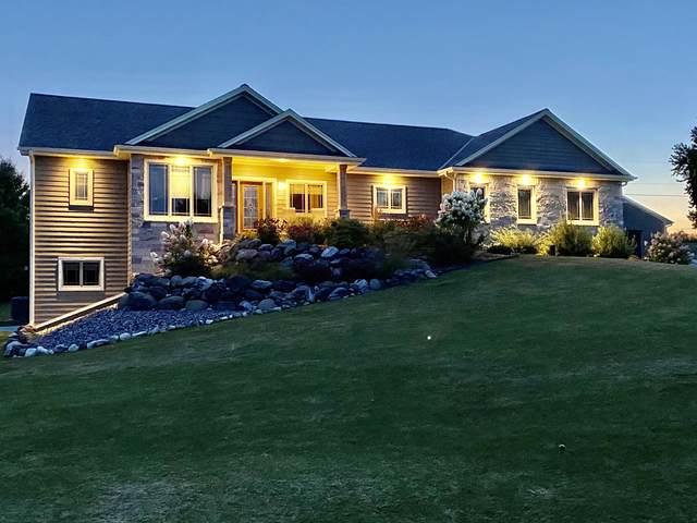 2451 Prairie View Ln, Grafton, WI 53024 (#1735488) :: Tom Didier Real Estate Team