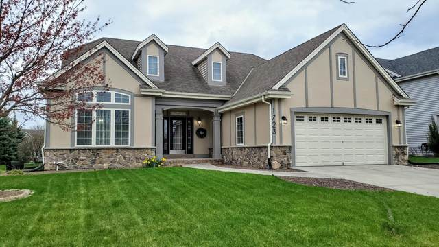 1723 Prairie Dr, West Bend, WI 53095 (#1735619) :: Tom Didier Real Estate Team