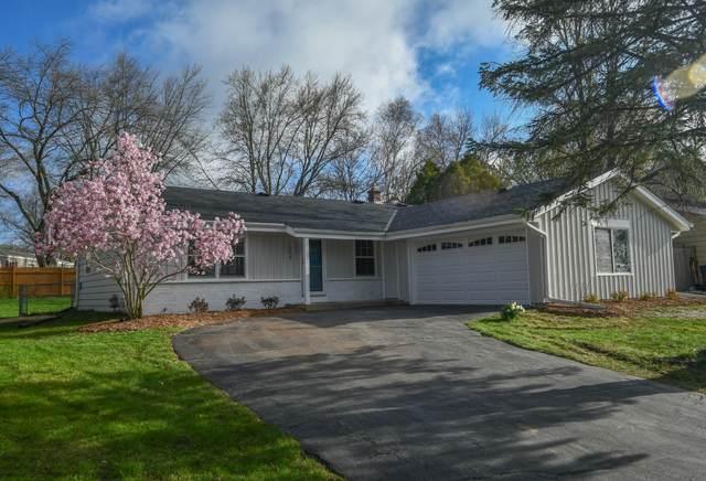 418 Hillview Cir, Waukesha, WI 53188 (#1735652) :: Tom Didier Real Estate Team