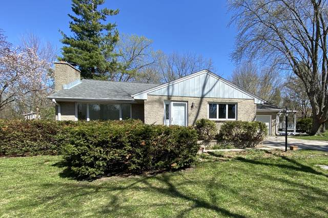 S31W22382 Sunset Dr, Waukesha, WI 53189 (#1735700) :: Tom Didier Real Estate Team