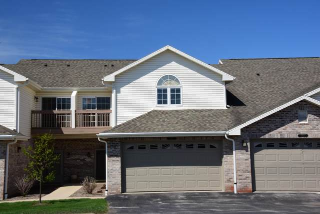 9275 S 54th St, Franklin, WI 53132 (#1735746) :: Tom Didier Real Estate Team