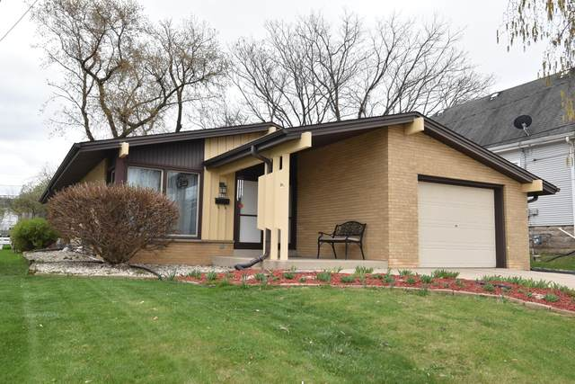 2419 Cleveland Pl, South Milwaukee, WI 53172 (#1735751) :: Tom Didier Real Estate Team