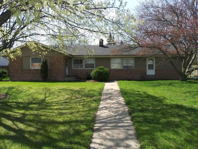 1145 W Sunset Dr #1147, Waukesha, WI 53189 (#1735776) :: RE/MAX Service First