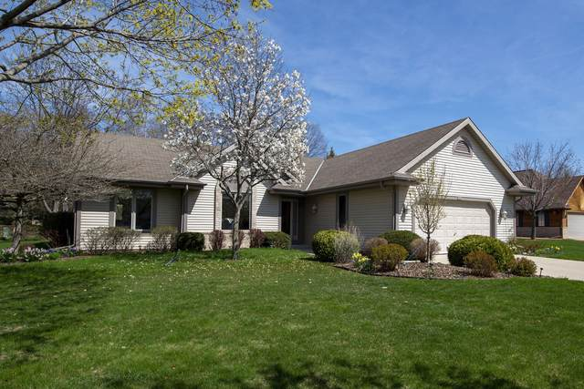 8804 W Mourning Dove Ct, Franklin, WI 53132 (#1735933) :: RE/MAX Service First