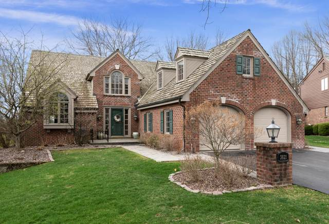 3821 W Fairway Heights Dr, Mequon, WI 53092 (#1736100) :: Tom Didier Real Estate Team