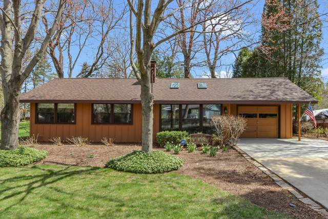 861 Timber Trl, Fontana, WI 53125 (#1736152) :: Tom Didier Real Estate Team