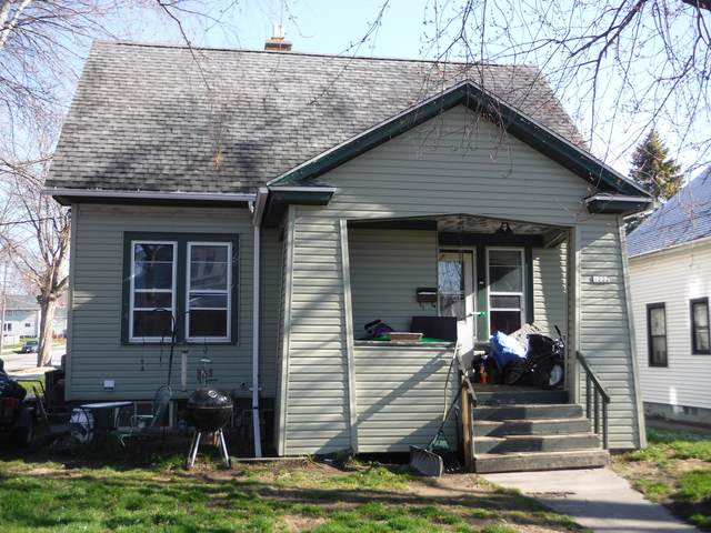 1222 Philippen St, Manitowoc, WI 54220 (#1736420) :: Tom Didier Real Estate Team