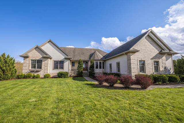 1122 Four Winds Way, Hartland, WI 53029 (#1736517) :: RE/MAX Service First