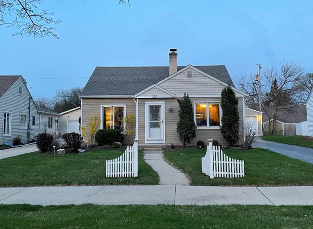 320 S Honey Creek Dr, Milwaukee, WI 53214 (#1736655) :: RE/MAX Service First