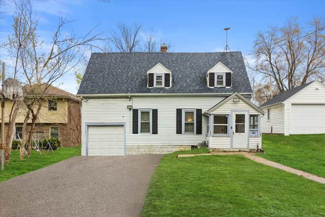 955 Perkins Ave, Waukesha, WI 53186 (#1736786) :: RE/MAX Service First