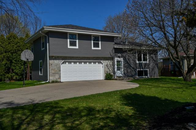 273 Meadowside Ct, Pewaukee, WI 53072 (#1737081) :: EXIT Realty XL