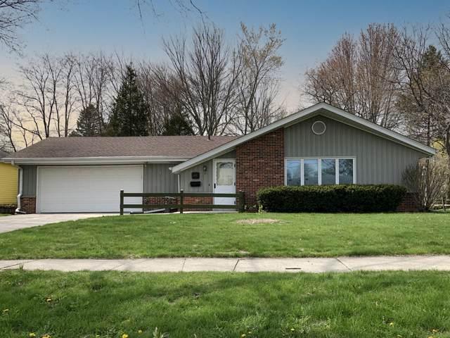 W52N599 Highland Dr, Cedarburg, WI 53012 (#1737283) :: Keller Williams Realty - Milwaukee Southwest