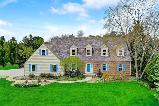 855 Willow Dr, Delafield, WI 53018 (#1737305) :: RE/MAX Service First
