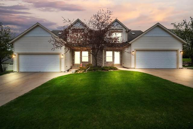 1027 River Place Blvd, Waukesha, WI 53189 (#1737766) :: RE/MAX Service First