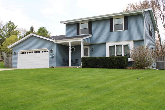 411 Lindenwood Dr, Hartland, WI 53029 (#1737828) :: RE/MAX Service First