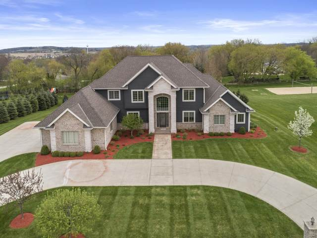 W275N4036 Ishnala Trl, Pewaukee, WI 53072 (#1737831) :: Tom Didier Real Estate Team