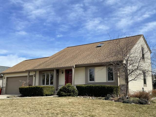 984 N Shore Dr, Pewaukee, WI 53072 (#1737855) :: EXIT Realty XL
