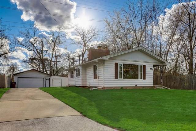 5563 N Argyle Ave, Glendale, WI 53209 (#1737904) :: RE/MAX Service First