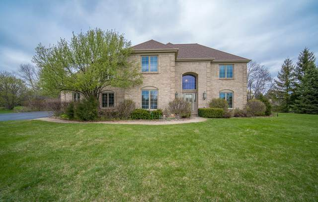 7820 W Rolling Field Dr, Mequon, WI 53097 (#1737905) :: RE/MAX Service First