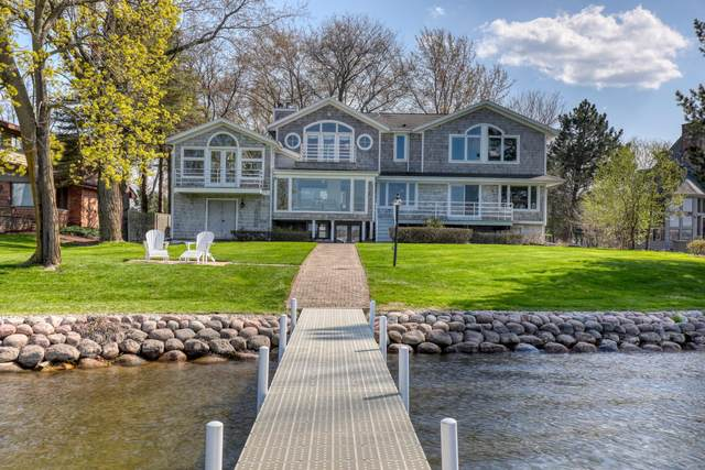 W285N2052 Louis Ct, Delafield, WI 53072 (#1738089) :: RE/MAX Service First
