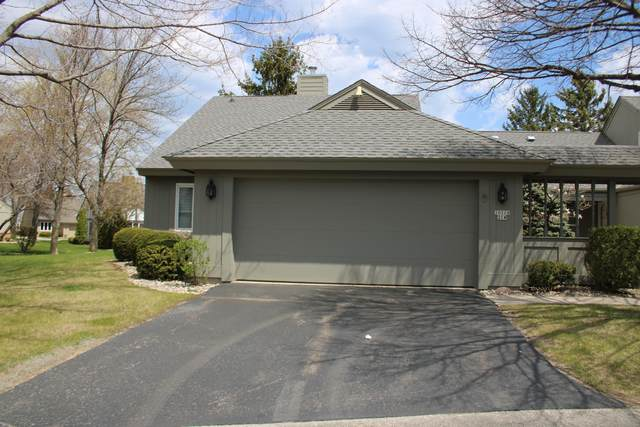 10118 N Lee Ct, Mequon, WI 53092 (#1738368) :: RE/MAX Service First