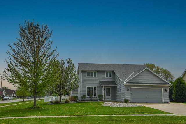 641 Small Farm Rd, Mukwonago, WI 53149 (#1738444) :: RE/MAX Service First