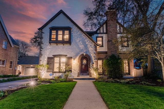 6911 W Wisconsin Ave, Wauwatosa, WI 53213 (#1738502) :: RE/MAX Service First