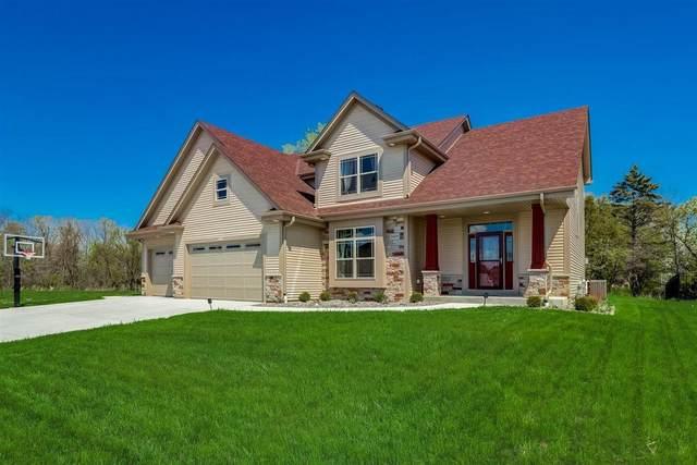 9300 S Arbor Creek Dr, Oak Creek, WI 53154 (#1739085) :: Keller Williams Realty - Milwaukee Southwest