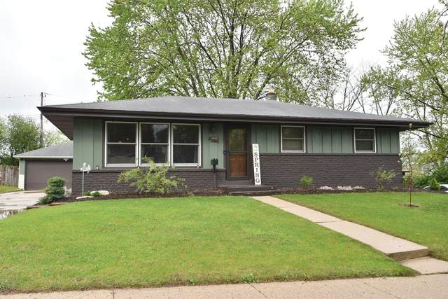1426 S Grand Ave, Waukesha, WI 53189 (#1739145) :: RE/MAX Service First