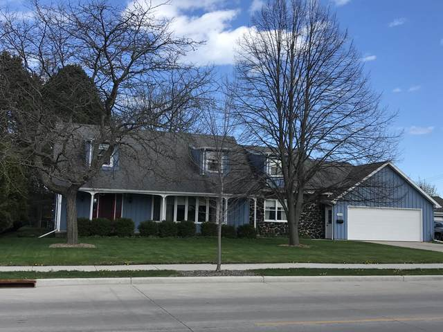 2303 S 10th St, Manitowoc, WI 54220 (#1739200) :: RE/MAX Service First