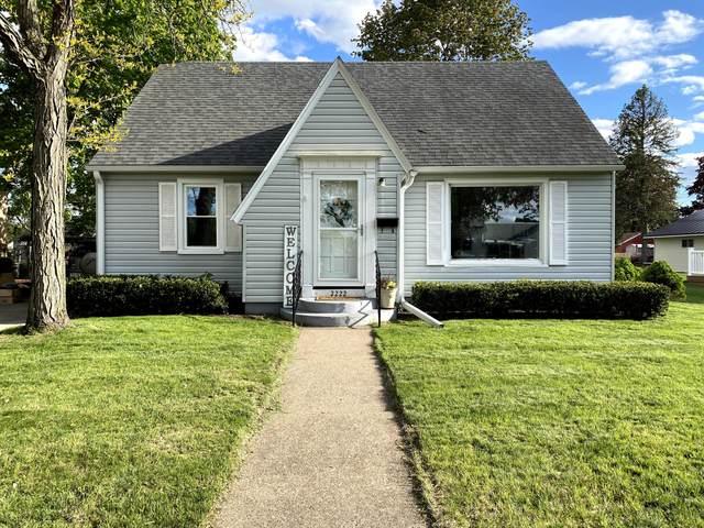 2222 Barlow St, La Crosse, WI 54601 (#1739393) :: Keller Williams Realty - Milwaukee Southwest