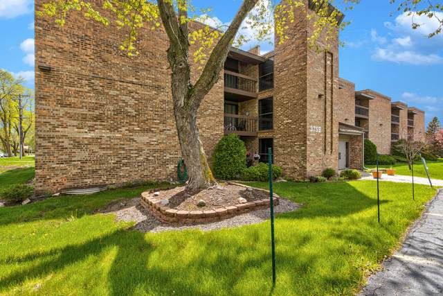 3759 N 88th St #105, Milwaukee, WI 53222 (#1739438) :: RE/MAX Service First