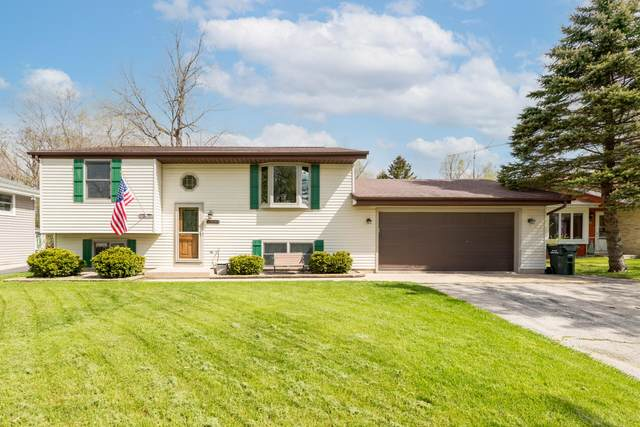 2330 Creek Rd, West Bend, WI 53090 (#1739453) :: EXIT Realty XL