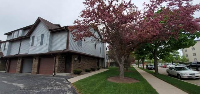 2021 S 102nd St, West Allis, WI 53227 (#1739471) :: OneTrust Real Estate
