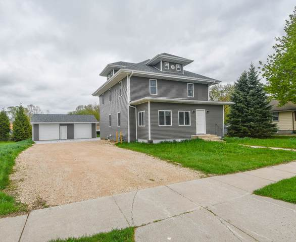 803 Columbia St, Horicon, WI 53032 (#1739608) :: RE/MAX Service First