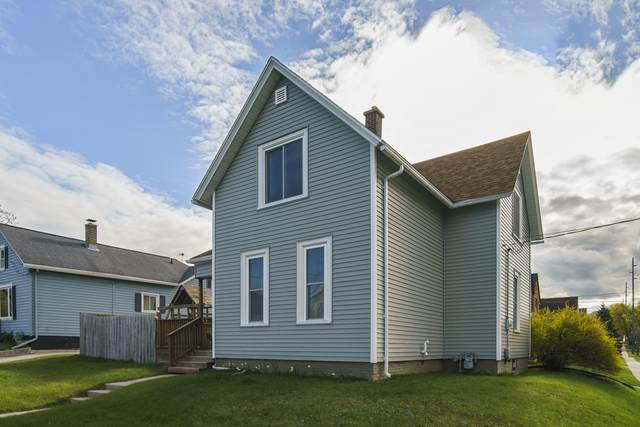1402 S 11TH ST, Manitowoc, WI 54220 (#1739635) :: RE/MAX Service First
