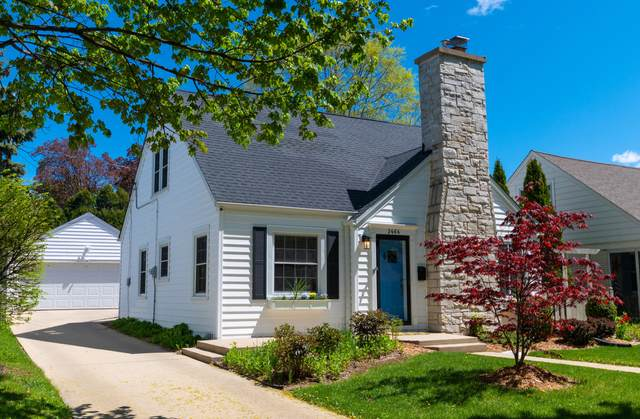 2464 N 82nd St, Wauwatosa, WI 53213 (#1739691) :: RE/MAX Service First